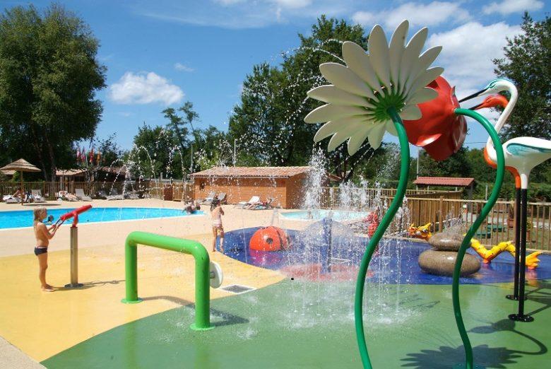 Photo aire de jeux aquatiques camping les ourmes 800×600