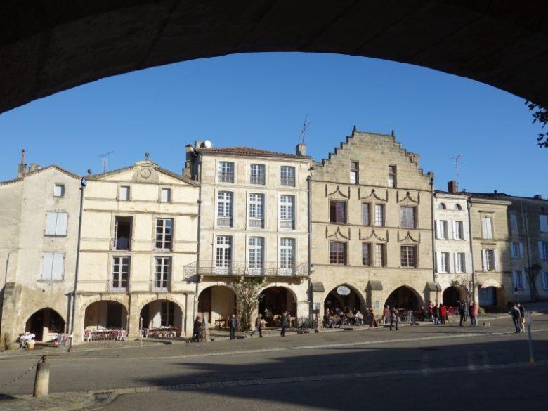 Place de la cathédrale – Bazas – ph. Elodie F (1)