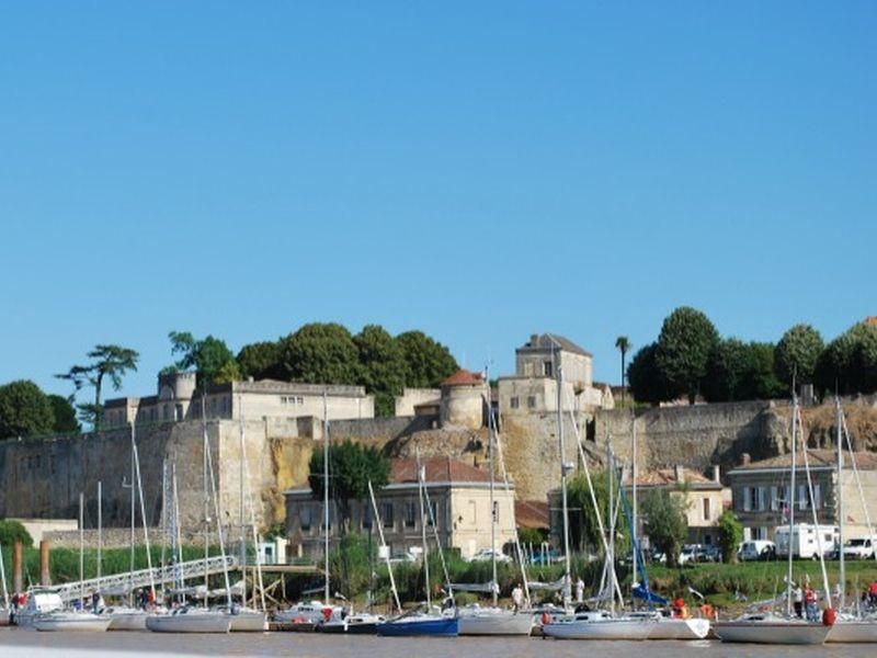 Vue du Port – Bourg (800×600)