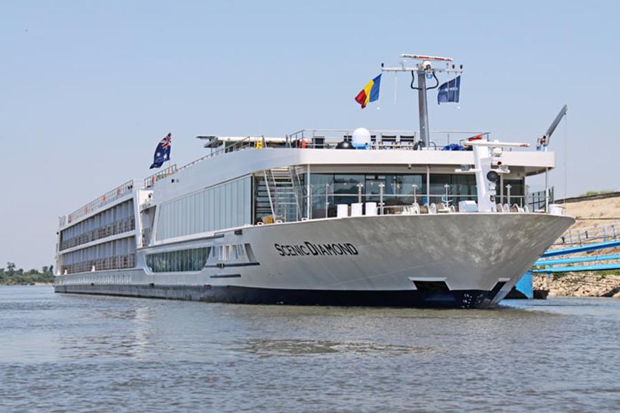 bateau-Scenic-Diamond