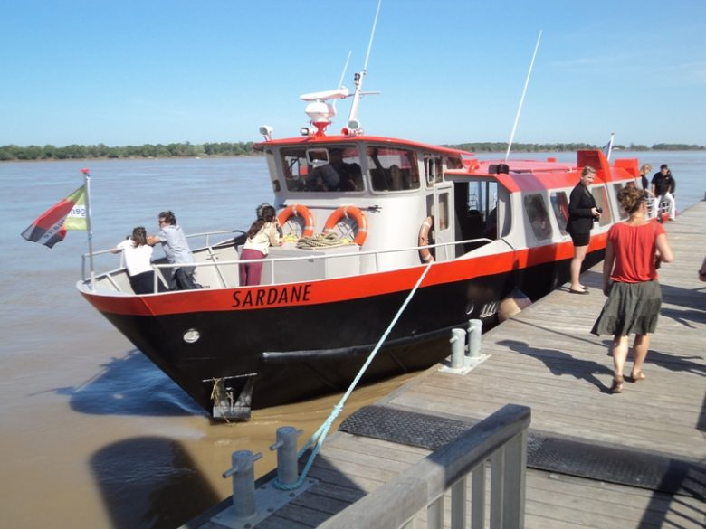bordeaux-river-cruise-croisiere-sur-l-estuaire-de-la-gironde-blaye-la-sardane-800×600