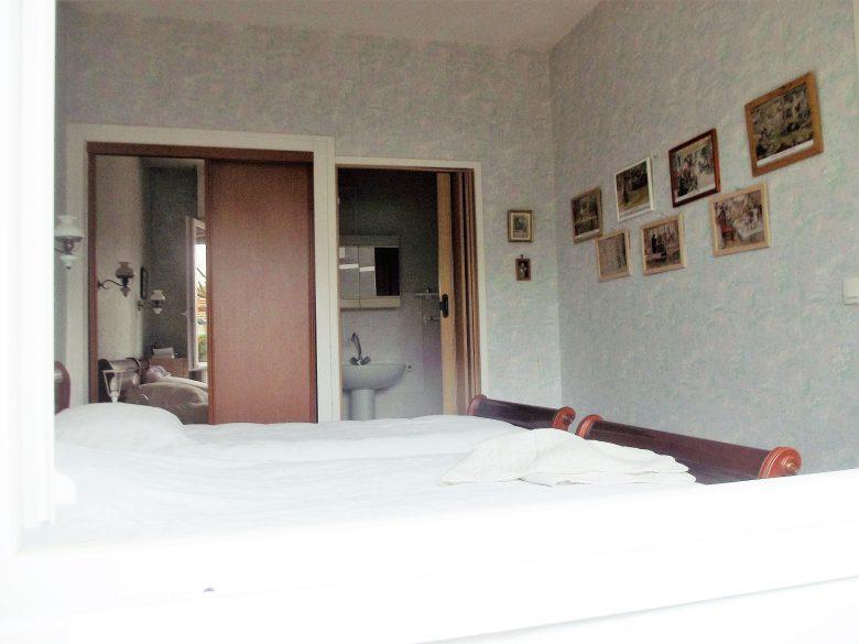 chambre-deux-lits-cab-toilettes