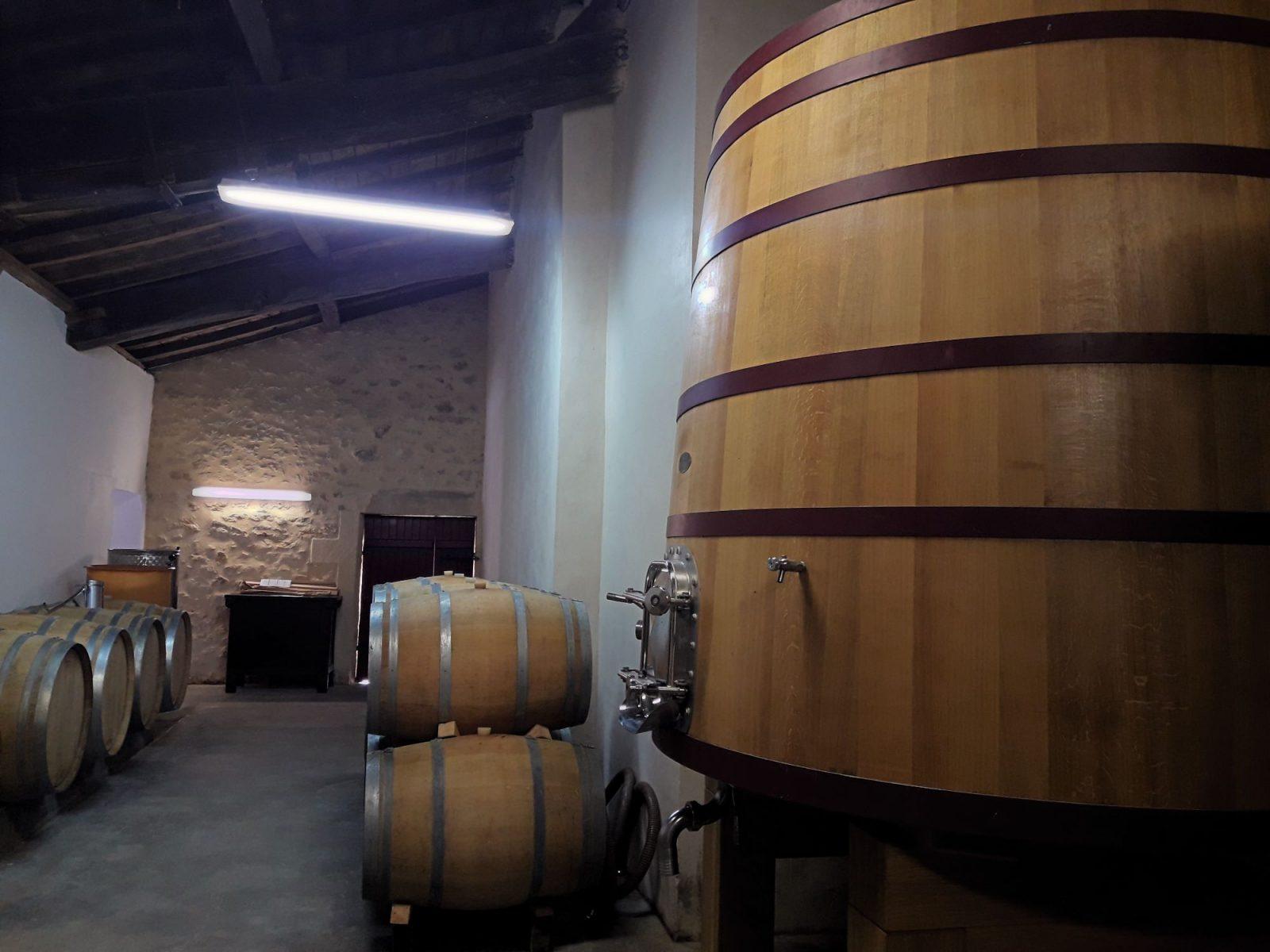 chateau-clarisse-degustation-oenotourisme-chai-barique-vin-rouge-saint-emilion-puisseguin