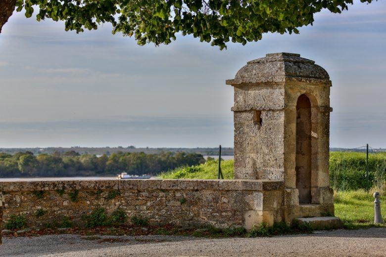 citadelle-Blaye-Unesco-place-d-armes-800×600