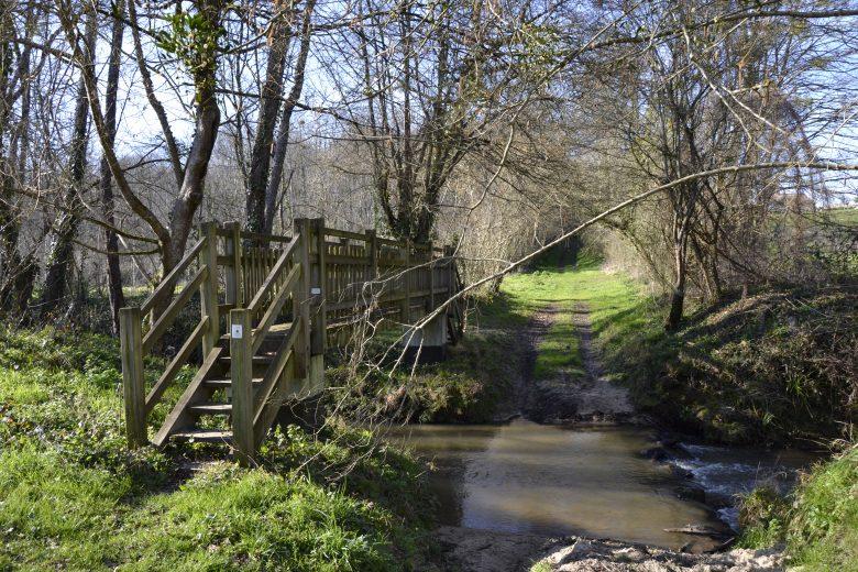 cours d'eau et pont boucle de la bassanne