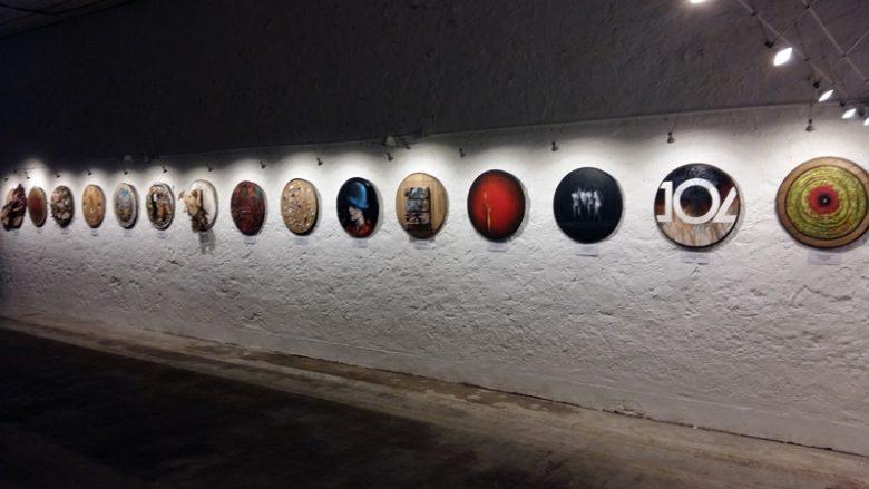 exposition-de-tondos-peints-au-chateau-les-chaumes-fours-800×600