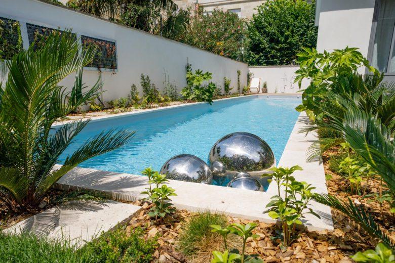 ext-piscine-boules-jolijardin-charme-labotttiere-1