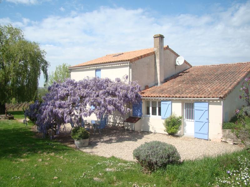 gite-chateau-pinet-la-roquette-berson-facade-800×600-