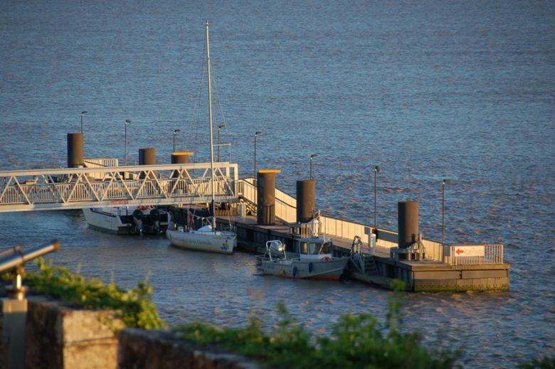 halte-nautique-de-blaye-estuaire-gironde-soir-800×600