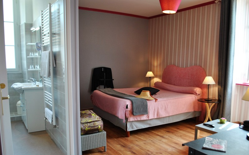 hotel-auberge-du-porche-blaye-800×600-chambre-camelia