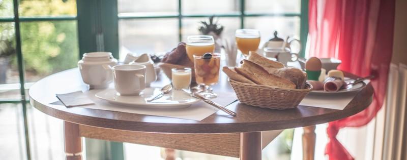 hotel-auberge-du-porche-blaye-800×600-petit-dejeuner