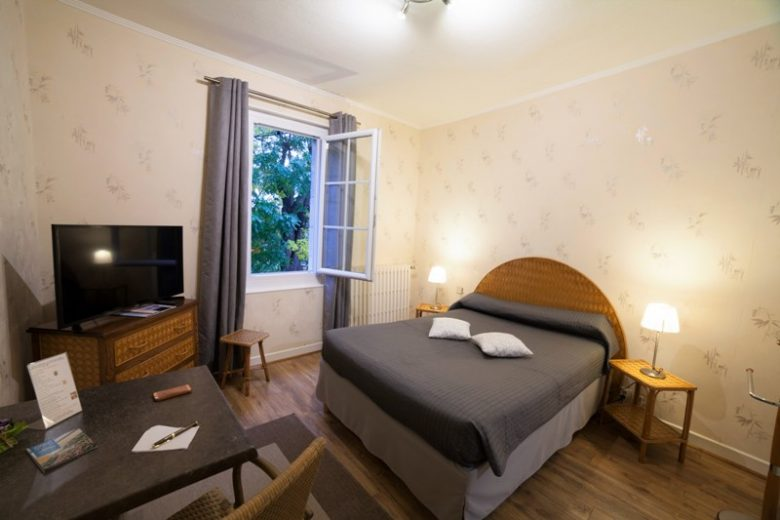 hotel-auberge-du-porche-blaye-chabre-arome-800×600