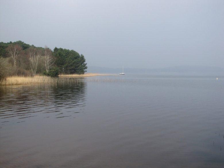 levé de brume sur le lac