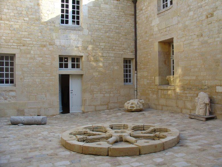 musee-d-histoire-de-la-citadelle-de-blaye-cours-800×600