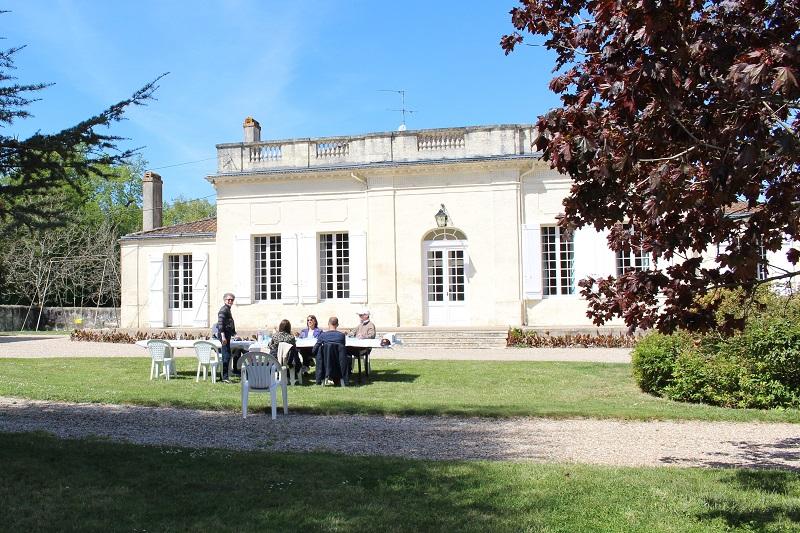 pique-nique_au_château_les_chaumes_fours_blaye_côtes_de_bordeaux 800×600