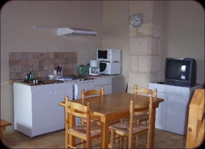 rez de chaussée coin cuisine + salle à manger + salon