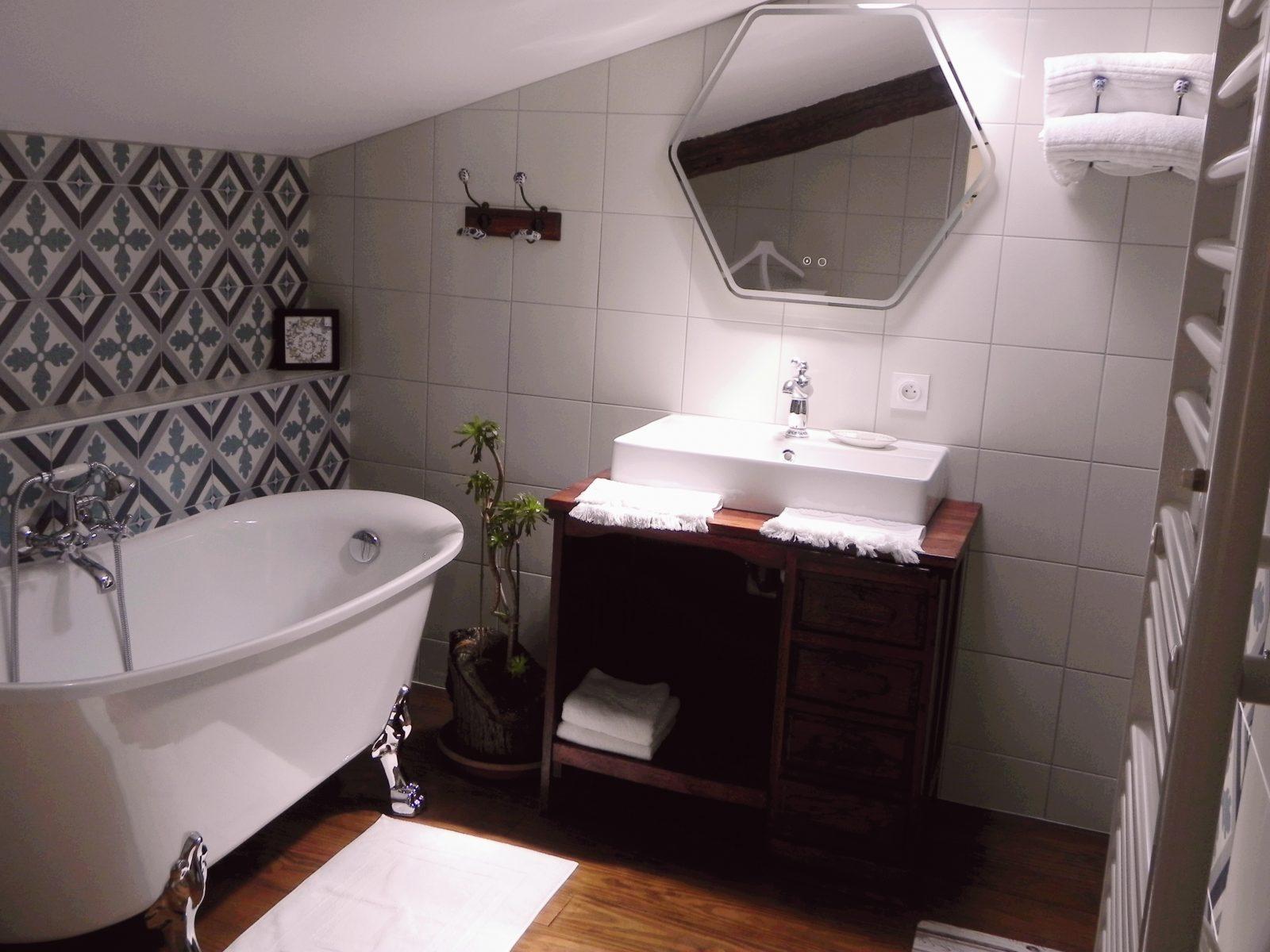 salle-de-bain-chambre-La bordelaise-Domaine de Garat copie