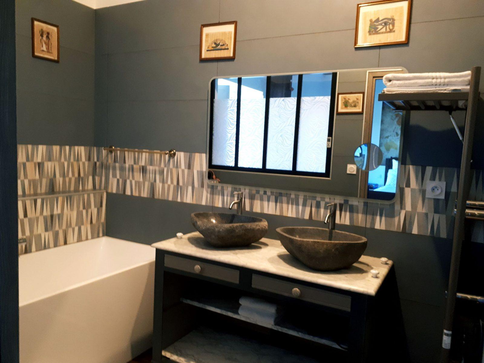 salle de-bain chambre des Voyageurs Domaine de Garat