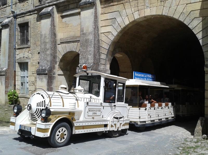 train-touristique-citadelle-blaye-800×600