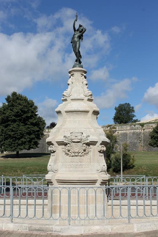 ville-de-blaye-fontaine-800×600